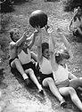 Bundesarchiv Bild 183-B03553, Kinderlandverschickung, Kinder beim Ballspiel.jpg