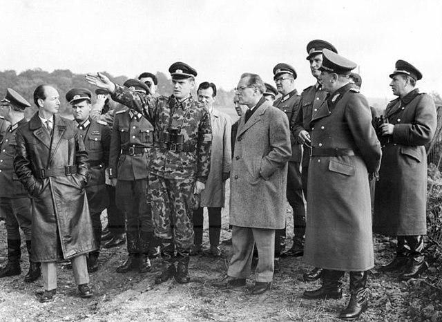 Bundesarchiv Bild Y 10-0765-87, Besuch Erich Honecker an Grenze