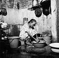 COLLECTIE TROPENMUSEUM Een vrouw wast kleding in het washok in haar woning TMnr 20000257.jpg