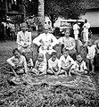 COLLECTIE TROPENMUSEUM Het dorpshoofd van Moeara Beliti Pasemah Zuid-Sumatra met zijn gezin TMnr 10001864.jpg