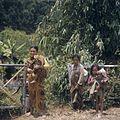 COLLECTIE TROPENMUSEUM Vrouwen met kinderen TMnr 20018412.jpg
