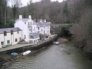 Menai Bridge - Image: Cadnant dingle Jan 2005