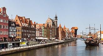 Gdańsk - Image: Calle Dlugie Pobrzeze, Gdansk, Polonia, 2013 05 20, DD 06