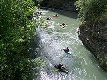 Pratique du canoë-kayak dans les gorges de l'Isère en aval d'Aime en Tarentaise
