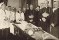 Cardinal Arcoverde dead and other priests 1930.png