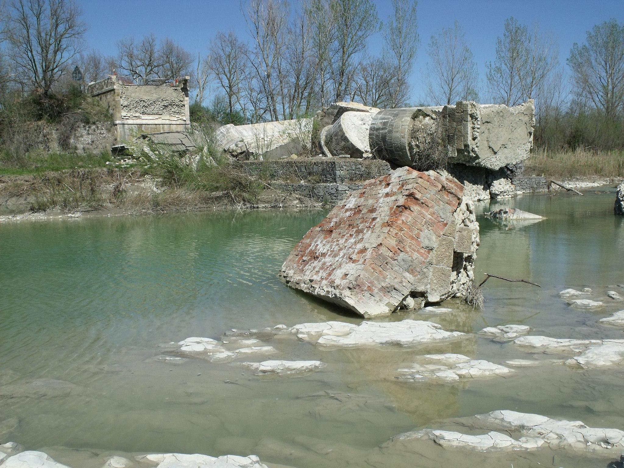 The ruins of Ponte di Pian di Maggio in Castiglione  d'Orcia