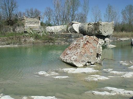 Ruin Ponte di Pian di Maggio