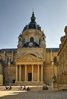 The Sorbonne Chapel facing the Cour d'honneur.
