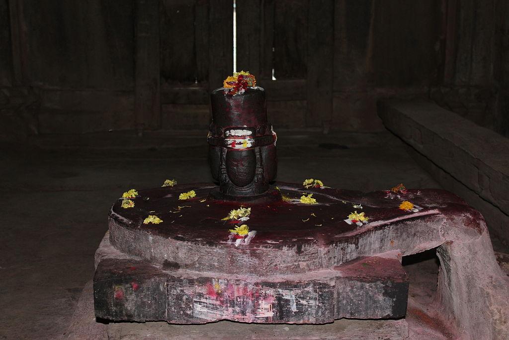 Four faced Shiiva Linga, Hubli Dharwad.jpg