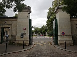 Cimetière du Montparnasse entrée principale.jpg