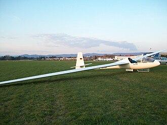 Schempp-Hirth Cirrus - Image: Cirrus 18m on airfield
