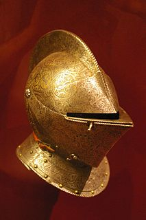 Close helmet Helmet that fully encloses the head, with pivoted bevor