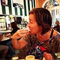 """Comendo """"beignet"""" no Café Du Monde.jpg"""