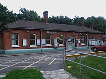 Coulsdon South stn building.JPG
