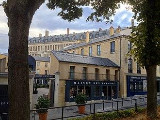 Cour des Senteurs - Image: Cour des Senteurs, 8 rue de la Chancellerie, Versailles