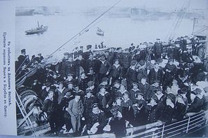 Crew Varyag and Koreez arriving Odessa 01.jpg