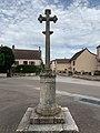 Croix Place Église Préty 7.jpg