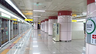 Bangogae station - Station platform
