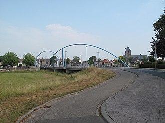 Dalfsen - Image: Dalfsen, stadszicht met brug op voorgrond foto 2 2010 07 03 10.32