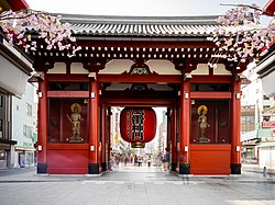 The south face of the Kaminarimon. A statue of Fūjin stands on the right and that of Raijin on the left.