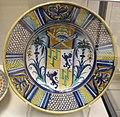 Deruta, piatto con stemma papa adriano VI, 1522-23.JPG