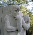 Detail van beeld - monument ter ere van de oorlogsslachtoffers - Arnhem - 20415215 - RCE.jpg