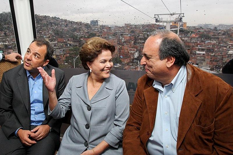 Ficheiro:Dilma, Cabral e Pezão no Alemão.jpg