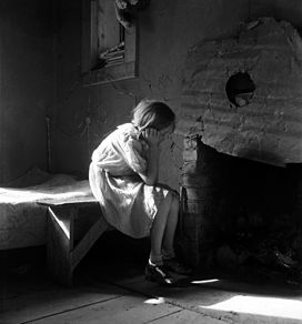 Dorothea Lange, Resettled farm child, New Mexico, 1935.jpg