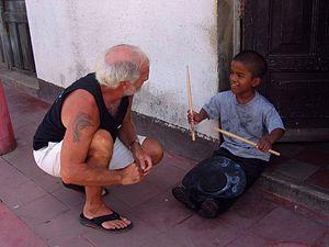 Bill Kreutzmann - Kreutzmann instructing about drumming