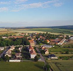 Dukovany- část kolem zámku.JPG