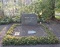 Ehrengrab Potsdamer Chaussee 75 (Niko) Walter Scheel.jpg