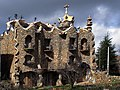 El Capricho de Rillano (homenaje a Gaudí) Rillo de Gallo en KM-55 de la N-211 (8859243645).jpg