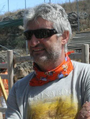 Enrique Baquedano en el yacimiento de Pinilla.png