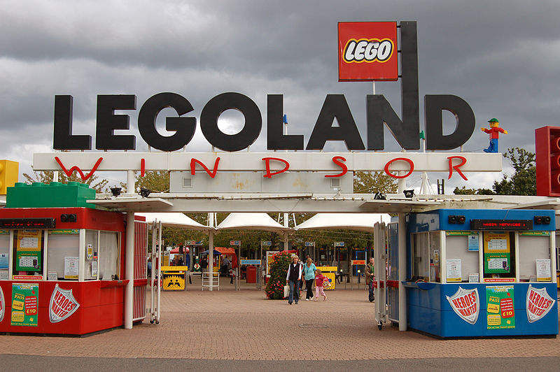 File:Entrance to Legoland Windsor.jpg