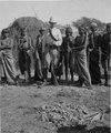 Eric von Rosen bland chorotes-indianer i bolivianska Chaco. Chaco-Cordillera expeditionen 1901-1902 - SMVK - 003594.tif