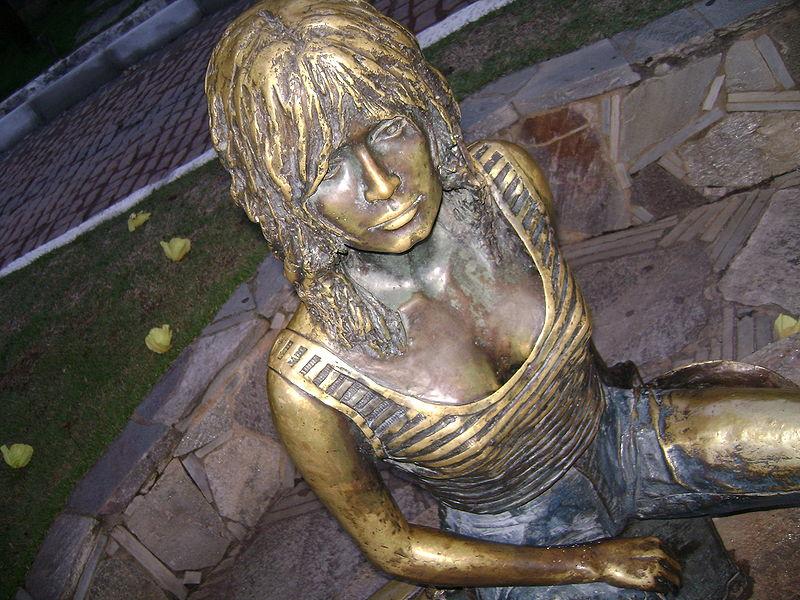 File:Escultura Bardot.JPG