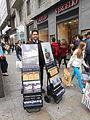 Espositori mobili che mostrano alcune tra le principali pubblicazioni dei testimoni di Geova - 01.JPG