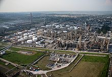 FEMA - 37677 - Aerial of a Louisiana oil refinary repaired since Katrina.jpg