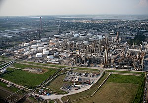 Chemical industry - Oil refinery in Louisiana - an example of chemical industry