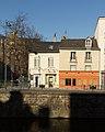Façade des immeubles aux 13 bis (bar «Le chat qui pêche») et 15 quai Chateaubriand, Rennes, Ille-et-Vilaine.jpg