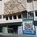 Façade du Musée de la Poste avec la dernière exposition À la pointe de l'Art à l'affiche.jpg