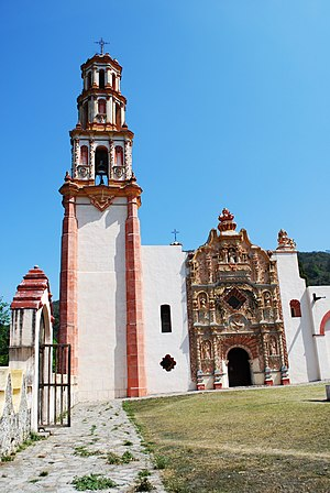 Landa de Matamoros - Facade of the Tilaco church