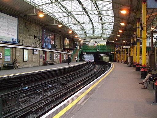 Farringdon Circle line clock