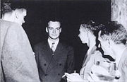 Feynman (center) with Robert Oppenheimer (right) relaxing at a Los Alamos social function during the Manhattan Project.