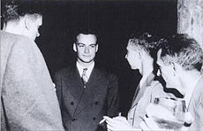 Feynman and Oppenheimer at Los Alamos.jpg