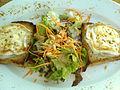 Flickr - cyclonebill - Salat med gedeost.jpg