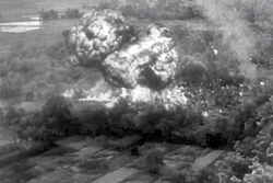 https://upload.wikimedia.org/wikipedia/commons/thumb/8/81/French_indochina_napalm_1953-12_1.png/250px-French_indochina_napalm_1953-12_1.png