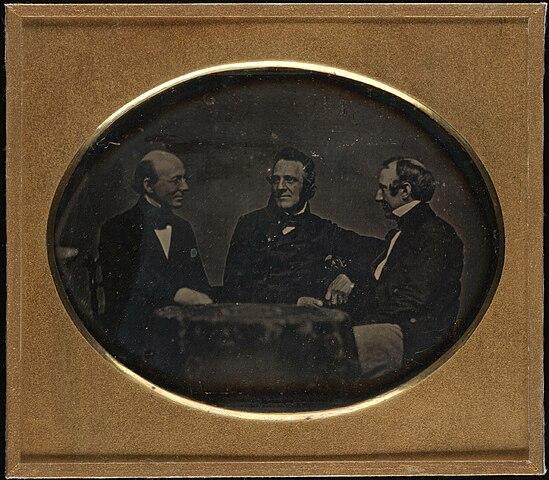 Портрет Уильяма Ллойда Гаррисона, британского аболициониста Дж. Томпсона и Уэнделла Филлипса. Дагеротип 1850—1851гг.
