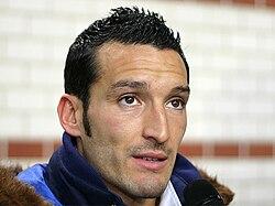 http://upload.wikimedia.org/wikipedia/commons/thumb/8/81/Gianluca_Zambrotta_2.jpg/250px-Gianluca_Zambrotta_2.jpg