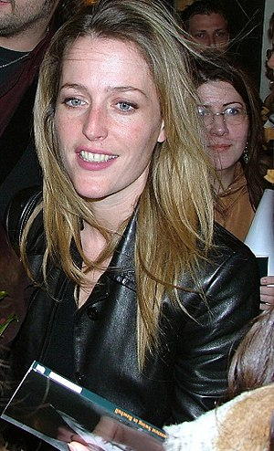 Gillian Anderson - Anderson at the stage door for the play The Sweetest Swing in Baseball at the Royal Court Theatre, 2004